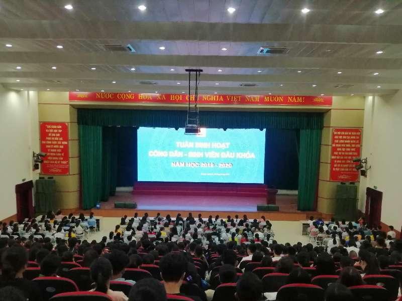 1.000 tân sinh viên – Đại học khóa 14 tham gia buổi học đầu tiên trong tuần sinh hoạt công dân